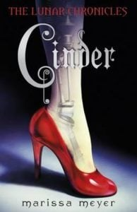 The Lunar Chronicles #1:Cinder